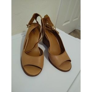 Size 9.5 Lucky Brand tan wedges
